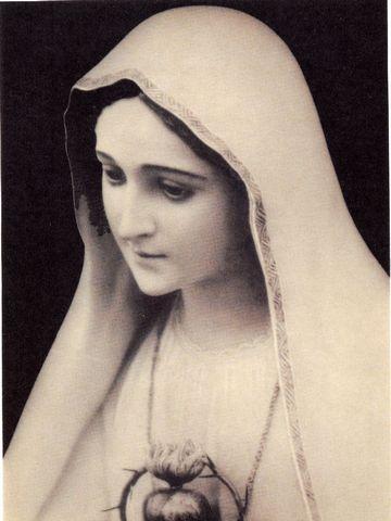 ポルトガル・コインブラカルメル修道会の聖母マリア像