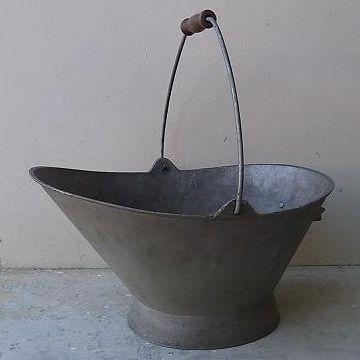 石炭を入れるバケツ