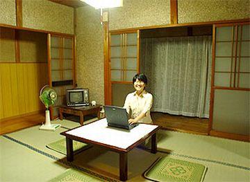 広い和室でパソコンの画像は、ほとんどありませんでした