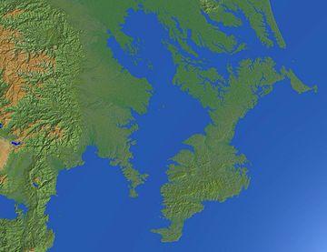 縄文時代は、今より1~2度気温が高く、海面も2~3メートル高かったそうです(『縄文海進』と呼ばれてます)