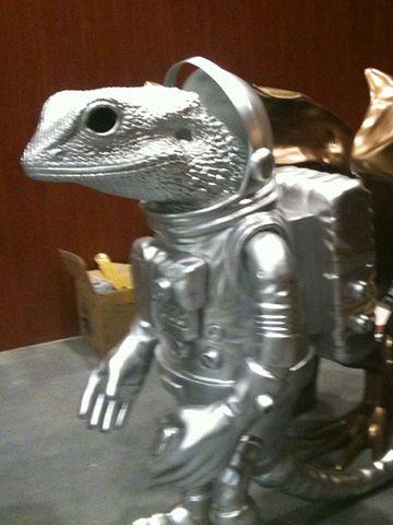 香港の爬虫類関係のイベントに出現したトカゲ星人のようです