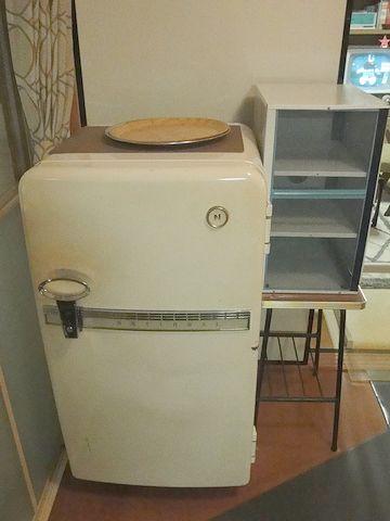 また部屋に戻って、冷蔵庫を撮ってます