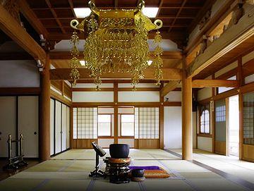 お寺の本堂も、柱の少ない大空間ですよね