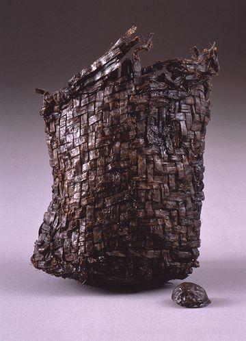 三内丸山遺跡から出た袋状編物(別名『縄文ポシェット』)