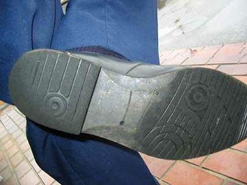 元は、刑事の靴の話でしたね