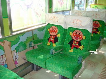 アンパンマン列車のシート