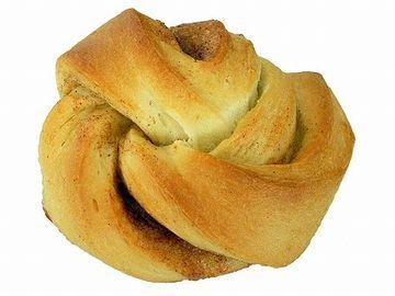 結び目みたいな形にして焼きあげたパン