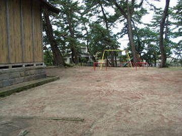 松浜稲荷神社の社殿の裏