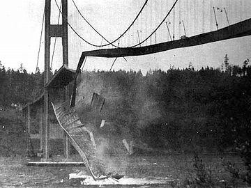 突如、桁が崩壊し、橋ごと落下したんです