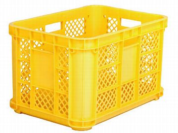 外部倉庫行きの書類は、農作物採集用の黄色いコンテナボックスに入れます