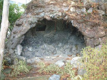 岩穴の洞窟