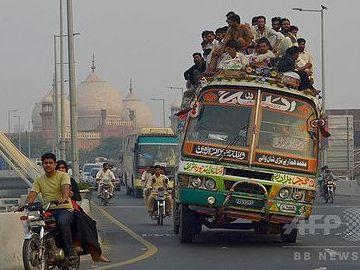 例によって、パキスタンのバス