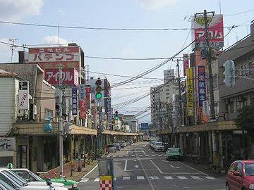 アーケードは、昭和44年、『新津駅前商店街協同組合』により設置されました。