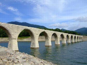 幻の橋(北海道遺産・旧国鉄士幌線タウシュベツ橋梁)