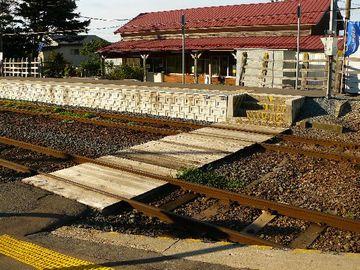 駅の構内は複線化されてて、上下線のすれ違いが出来ます