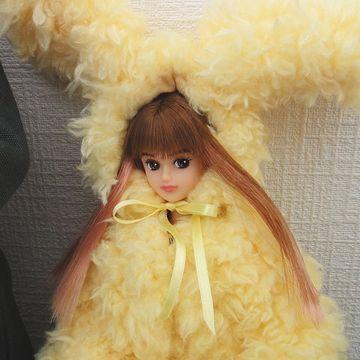ウサギの着ぐるみだそうですが、どう見ても天ぷらの衣です