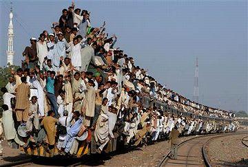 パキスタンの満員列車