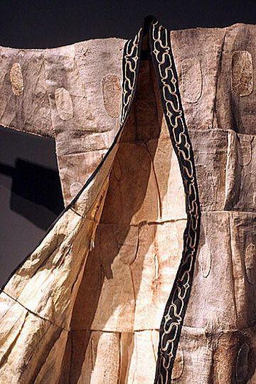 サケ、カラフトマス、イトウなどの皮をはぎ合わせて作る『魚皮衣』