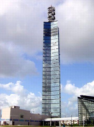 秋田港に聳えるタワー