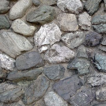 コンクリートやモルタルで、石同士をくっつけていく積み方です