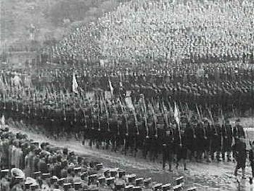 国を挙げての戦時体制の真っ直中
