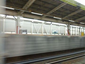 『大宮』以降は、新幹線と埼京線が並走します