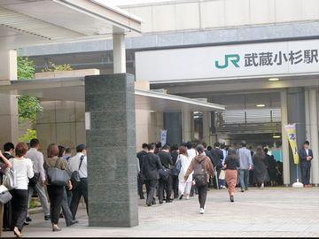 JRの『武蔵小杉駅』での、朝の風景