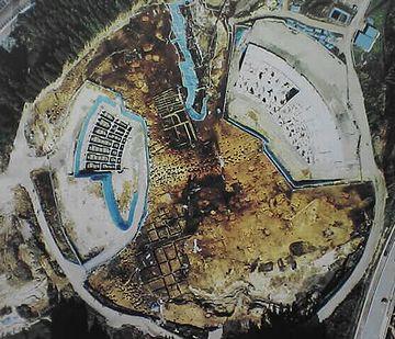 三内丸山遺跡は、野球場の建設予定地と、ぴったり重なってたそうです