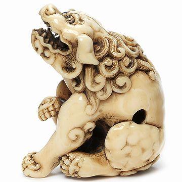 5㎝ほどの大きさの象牙の獅子