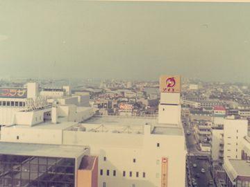 写ってるダイエー新潟店は、当時、ダイエー店舗の売上日本一を記録しました