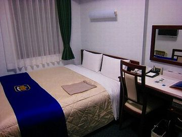 ここは、ホテルのベッドではないか