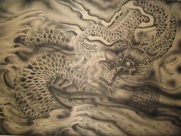 八郎太郎を前に、自らも竜に変じた