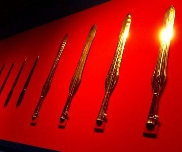 銅矛のレプリカ
