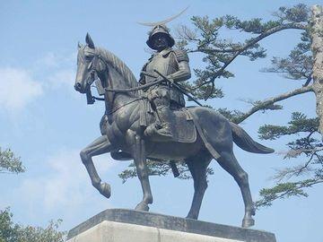 仙台城跡に建つ、伊達政宗騎馬像