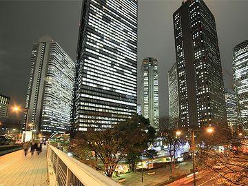 マンションが近くなって、西新宿の高層ビルが間近に見えると……