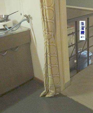 ベランダの展示柵に囲まれたところに洗濯機