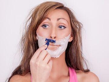 性の泊まる部屋に髭剃り