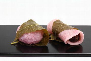 桜餅なんか、人間でも葉を食べるでしょ