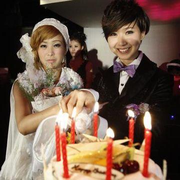 台湾のカップル(法律的には結婚できないそうですが)。