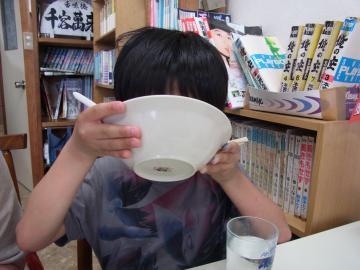 鳥取県東伯郡『香味徳(かみとく)由良店』。漫画がたくさんあっていいですね。