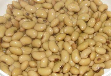 近隣の農民に、馬の飼料として、煮た大豆を差し出すように命じた