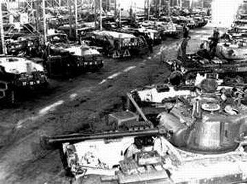 米軍戦車の修理工場(東京・昭和25年)
