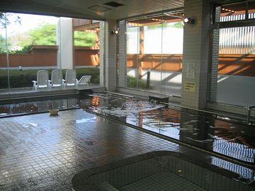 100人は入れる大浴場が男女別にあります