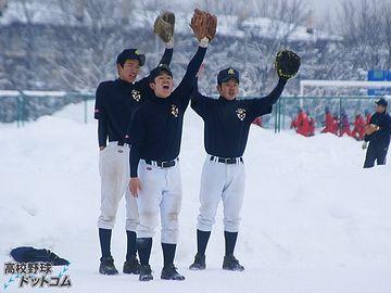 旭川工業野球部の雪上練習