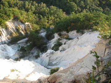 今でも、大雨のときは、凝灰岩の砂により水が濁るそうです