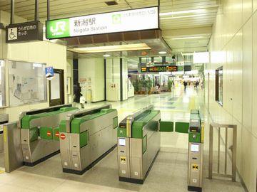 新潟駅・新幹線の改札口前