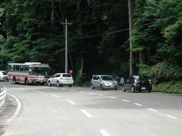下北駅を発車して、約30分、山の中でバスが停まります