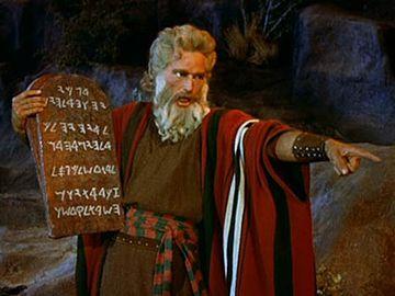 で、天皇がモーゼに十戒を授けた