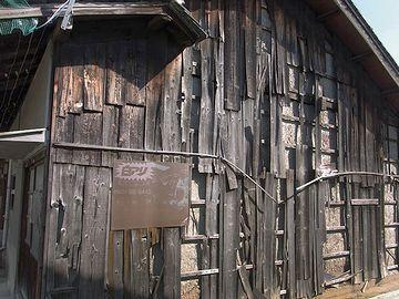 隙間だらけの日本家屋そのものが棲家だったとか?