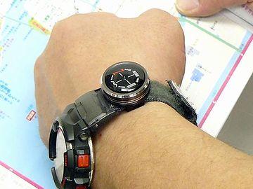 腕時計に付けられる方位磁石